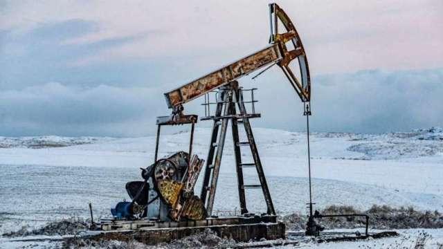 原油站上近3年新高通膨疑慮升溫 。(圖:AFP)
