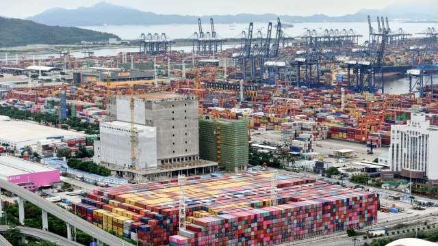 圓規來襲!中國鹽田港暫時關閉 港外船隻排隊創8月底來新高 (圖片:AFP)