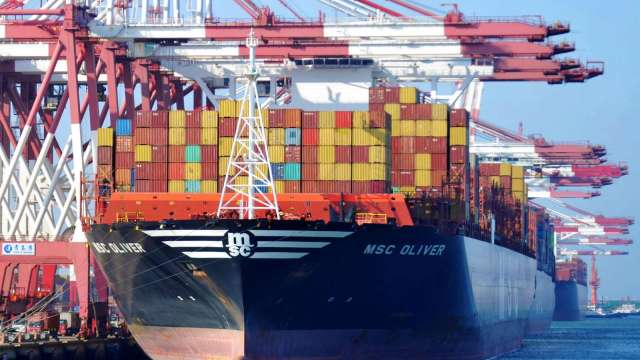 中國9月進出口總額年增跌至15.4%;第三季年增跌至15.2%(圖片:AFP)