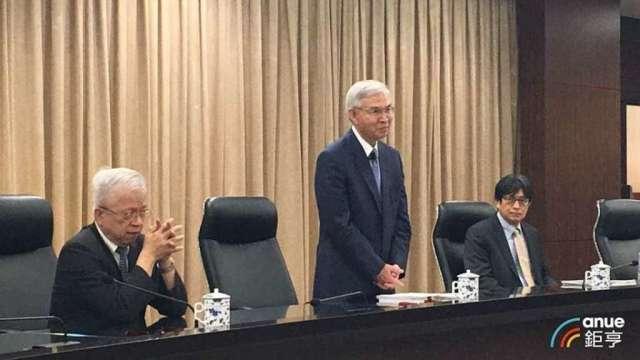 央行副總裁陳南光(右)。(鉅亨網資料照)