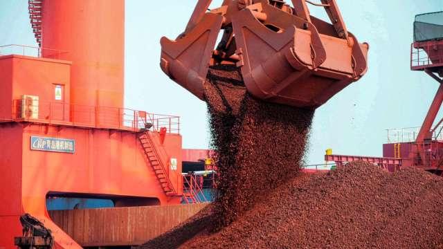 〈商品報價〉中國擴大粗鋼限產 BDI摔至2周以來低點。(圖:AFP)