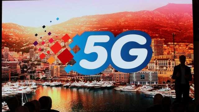 5G資費高、用戶數低 NCC將邀集電信業者研議優惠方案。(圖:AFP)