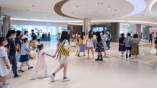 鼎固上海黃埔日月光中心商場單日人流再破8萬人。(圖:鼎固提供)