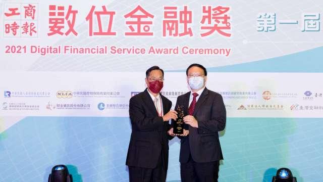 數位轉型成果亮眼 中壽獲「數位金融獎」雙優質獎肯定。(圖:中國人壽提供)
