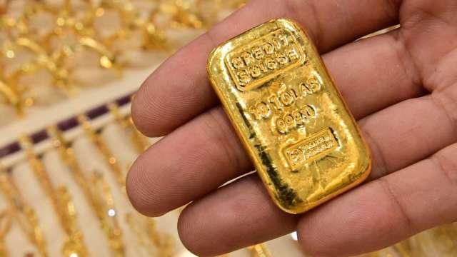 〈貴金屬盤後〉通膨擔憂激勵 黃金連3漲 短暫突破1800美元 (圖片:AFP)