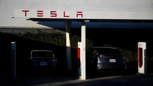 对抗镍、钴飙涨!特斯拉全车款标准版将改用磷酸铁锂电池