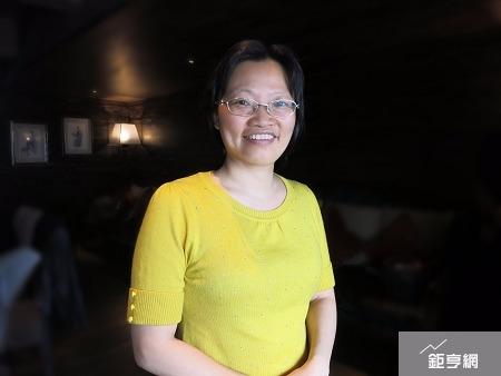 景凱生技總經理石英珠表示,治療非酒精性脂肪肝炎(NASH)新藥,今年將正式啟動海內外授權機制。(鉅亨網記者張旭宏攝)